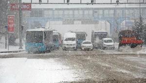 Erzurumda 57 yerleşim biriminin yolu kardan kapandı
