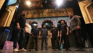 Operanın görünmez kahramanları siyah giyen adamlar
