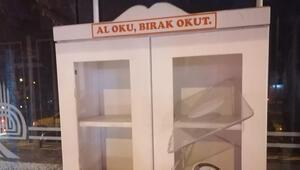 Edirnede tepki çeke olay Minibüs duraklarındaki kitaplıklara zarar verildi