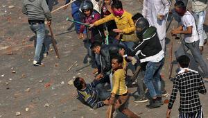 Son dakika haberi: Yeni Delhideki protestolarda ölü ve yaralı sayısı artıyor