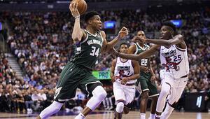 NBAde gecenin sonuçları | Milwaukee Bucks, Toronto Raptorsı ikinci yarıda avladı