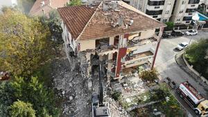 İstanbulda risk taşıyan 4 bina yıkıldı