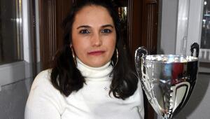 İzmir futboluna kadın başkan İki çocuk annesi Selma Kazanç kulüp başkanı oldu