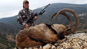 ABD'li kadın Adıyaman'da dağ keçisi avladı