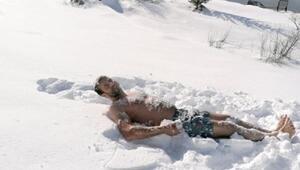 Kayserili çiftçi kar banyosu yaptı