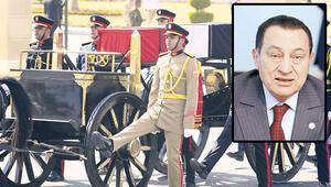Mübarek'e askeri cenaze töreni