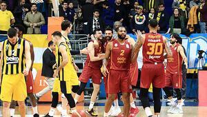 Galatasaray futboldan sonra basketbolda da Fenerbahçeyi mağlup etti Fenerbahçede büyük tepki...