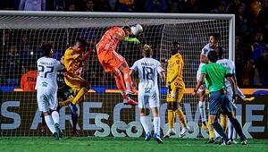 Kaleci Nahuel Guzmanın 90+4te attığı gol, Tigresi çeyrek finale taşıdı