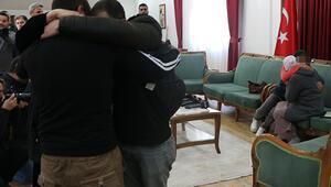 Son dakika haberler... HDP önündeki 2 aile daha evladına kavuştu