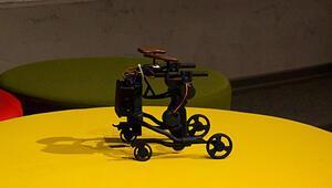 Kas hastası çocuklar için mobil yürüme robotu