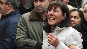 Samsundaki evinde ölü bulunan doktor, İzmirde toprağa verildi
