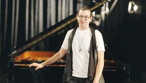 Rock mekanında piyano konseri verdi