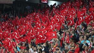 Futbol maçlarında statta sadece Türk bayrağı olacak