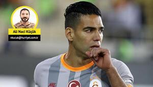 Galatasarayda Emre Akbaba ve Falcao 11de, Adem kulübede