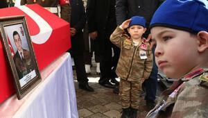 Şehit Uzman Onbaşı Eyüp Gülaştıya yeğeninden asker selamı ile veda
