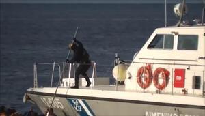 Yunan askeri göçmen botunu batırmaya çalıştı