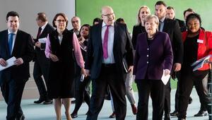 Merkel: 'Sonuçtan hiç memnun değiliz'