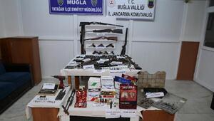 Yastıktan, fenerden uyuşturucu çıktı; 19 kişi tutuklandı