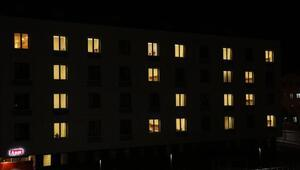 Yurtlarda kalan öğrencilerden TSK'ya 'ışıklı' destek