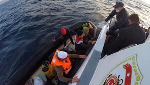Yunanistanın Türk karasularına ittiği göçmenleri sahil güvenlik kurtardı