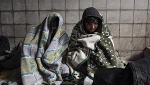 Yunan güvenlik güçleri göçmenleri dövüp, saatlerce aç, susuz bırakmış
