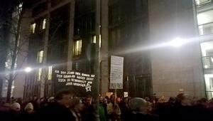 Binlerce kişi Berlin'de toplandı AB'ye 'Kapıları aç' baskısı