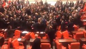 Son dakika haberler... Mecliste yumruklu kavga CHPli Özkoça Cumhurbaşkanına hakaretten soruşturma