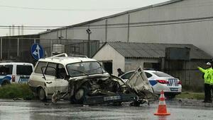Kamyon ile çarpışan otomobilin sürücüsü öldü