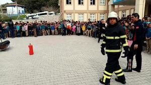 Öğrenciler sivil savunma eğitimi ile bilinçlendiriliyor