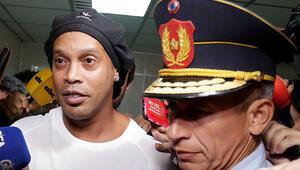 Ronaldinho Paraguayda tutuklandı