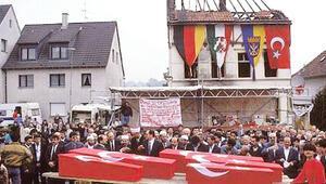 Mölln faciası... Başbakan törenlere katılmadı..