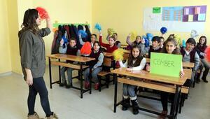 Yüksekova'da müzik eşliğinde matematik öğreniyorlar