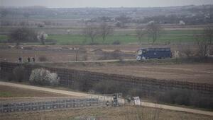 Yunanistan sınır hattına siper kazıyor