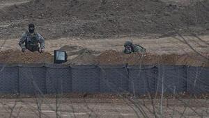 Yunanistan hudut birlikleri sınır hattına siper kazıyor