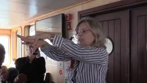 Gönüllü doktorlar toplu taşıma araçlarında koronavirüsü anlattı