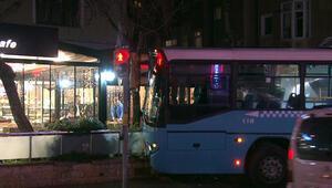Freni boşalıp kaldırıma çıkan otobüs az kalsın kafeye dalacaktı