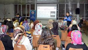 Muş'ta polis ekipleri öğrencileri bilgilendirdi