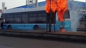 Erzurumda belediye otobüsü, seyir halinde alev aldı