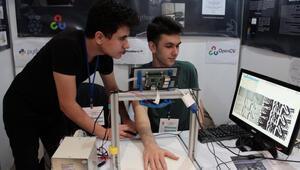 Lise öğrencileri damar yolu bulmayı kolaylaştıran cihaz geliştirdi