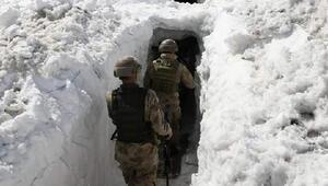 Hakkaride kar tünellerinde vatan nöbeti