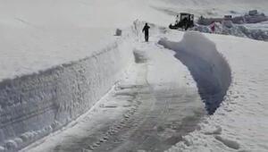 Kardan kapanan Nemrut Dağı yolu yeniden ulaşıma açıldı