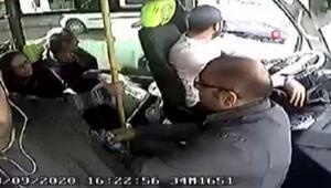 Maltepede minibüste büyük panik Silahla ateş ettiler, o anlar kamerada