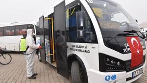 Çan Belediyesi ekipleri, ulaşım araçlarını dezenfekte ediyor