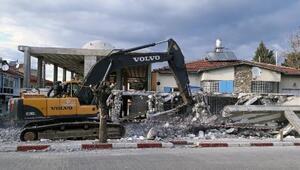 Ruhsatsız hamam inşaatı yıkıldı