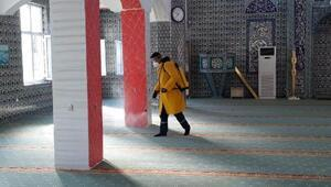 Sarayın tarihi camisi dezenfekte edildi