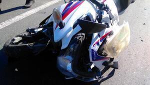 Tankere çarpan motosikletli genci, kaskı ve kıyafeti kurtardı
