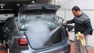 Araçlar virüse karşı buharlı sistemle yıkanıyor