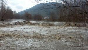 Kahramanmaraşta tarım arazileri sular altında kaldı, 15 ev boşaltıldı