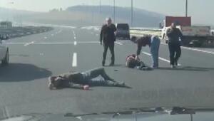 Yer: İstanbul...Kaza sonrası birbirlerine girdiler... O anlar görüntülendi