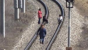Doğu Ekspresi treni raylarında tehlikeli oyun